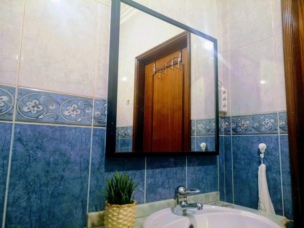 Como decorar a casa de banho sem furar azulejos