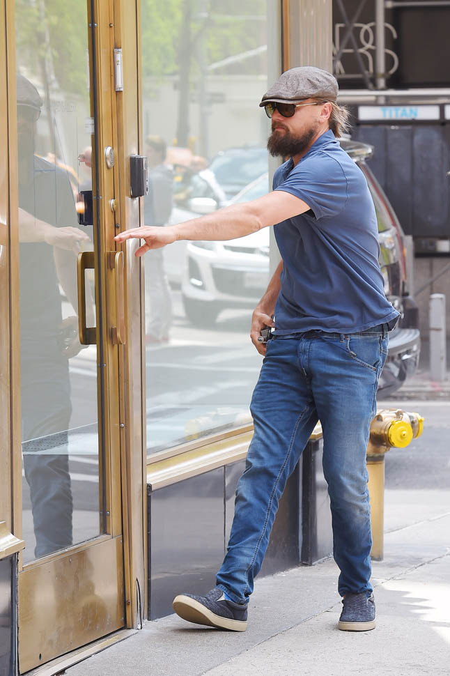 Leonardo DiCaprio heads into the Helly Nahmad Gallery on the Upper East Side