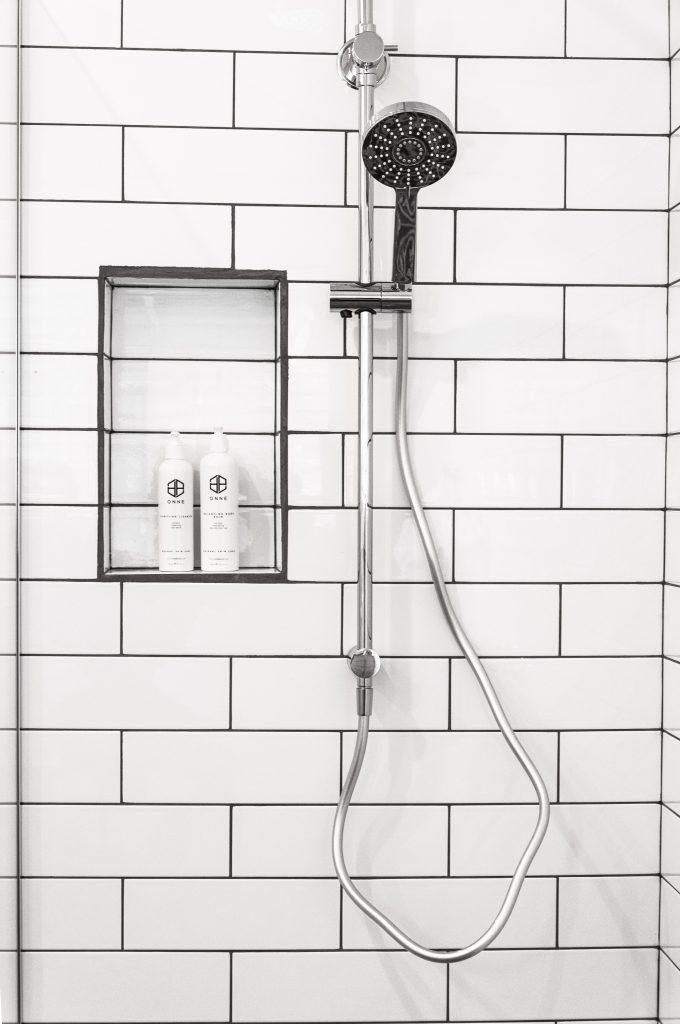 Trocar banheira por duche com painel de vidro